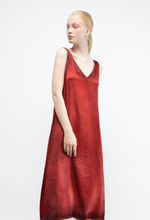 Load image into Gallery viewer, V neck long dress in silk with shadows  N/fire  Pre order now! Receive your order by May 15th, 2021 the latest.