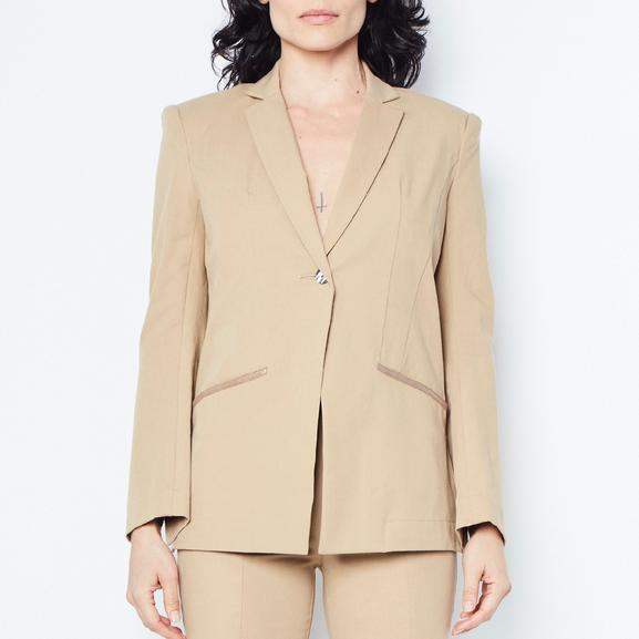 Classic blazer tailoring with a fun, feminine cut, in breathable stretch cotton. The stretch factor makes it possible for this jacket to form to you like a glove! You will not believe the comfort that is possible with this kind of perfect precision fit! Truly an amazing piece, unlike any other blazer you have tried on before.