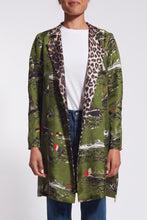 Load image into Gallery viewer, Silk reversible trench, pockets, one button on the collar.