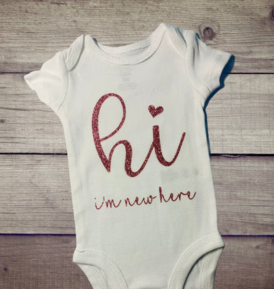 Hi, I'm New Here Onesie - Kid Kreations LLC