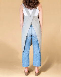 criss cross apron classic fit in smoked