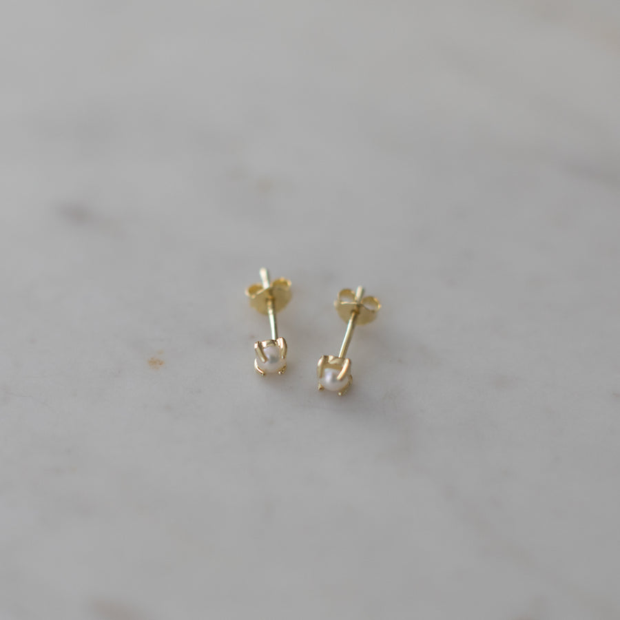 Mini Pearl Studs Gold