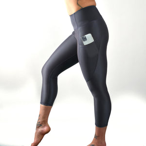 INVIGORATE High Waisted Cropped Running Leggings XL / Nero - Black