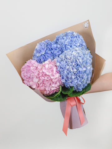 Five-stalk hydrangea bouquet
