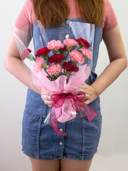mix of red and pink carnations in one flower bouquet
