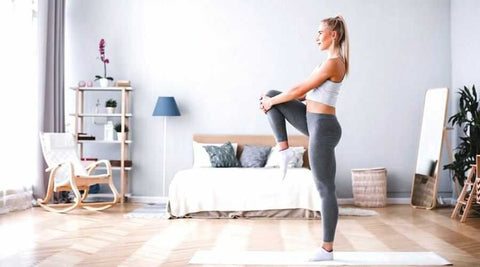 exercices-jambes-etirement-chambre