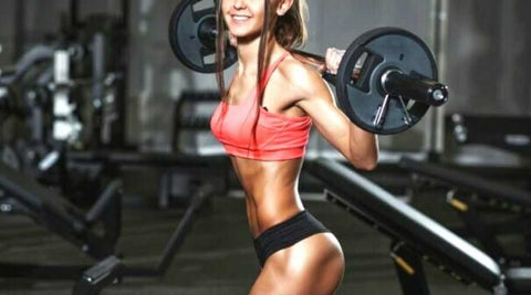 exercices-jambes-fessiers-squat-barre-olympique
