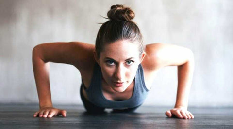 yeux-persan-femme-fitness-pompes