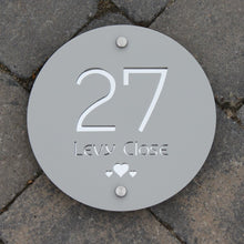Lataa kuva Galleria-katseluun, Modern Round House Address Sign 20 cm Diameter - Kreativ Design Ltd
