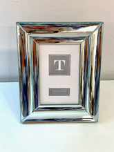 Load image into Gallery viewer, 4x6 Mirrored Silver Picture Frame