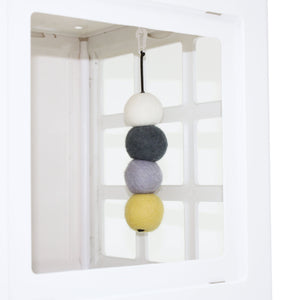 Katt3 Hanging Felt Ball Toy