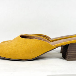 Primary Photo - BRAND: UNIVERSAL THREAD STYLE: SHOES LOW HEEL COLOR: MUSTARD SIZE: 8.5 SKU: 213-213154-193
