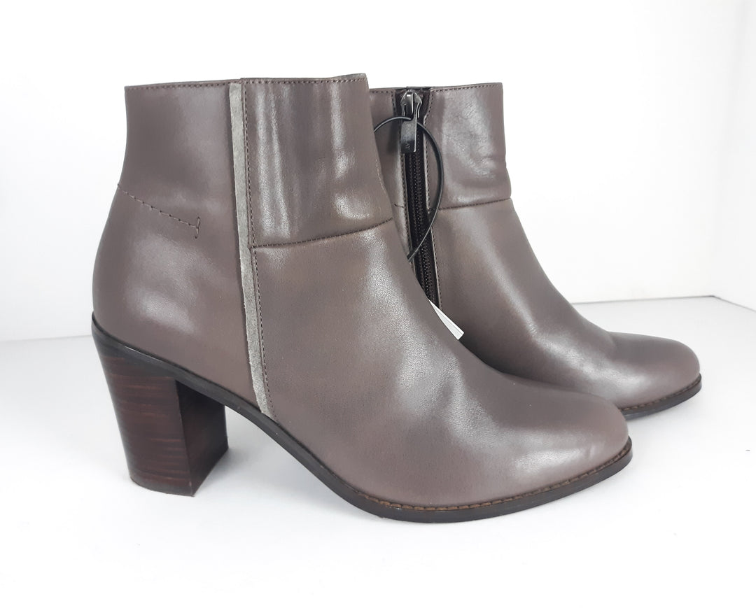 Primary Photo - BRAND:  CMB<BR>STYLE: BOOTS ANKLE<BR>COLOR: GREY<BR>SIZE: 6.5<BR>OTHER INFO: BARCLAY -<BR>SKU: 213-213106-21130