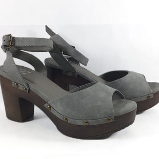 Primary Photo - BRAND: JG COLLECTIONS STYLE: SANDALS LOW COLOR: GREY SIZE: 10 SKU: 213-21394-38580