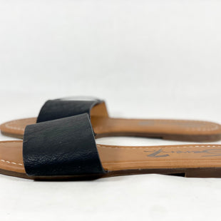 Primary Photo - BRAND: SEVEN 7 STYLE: SANDALS FLAT COLOR: BLACK SIZE: 9 SKU: 213-213150-260