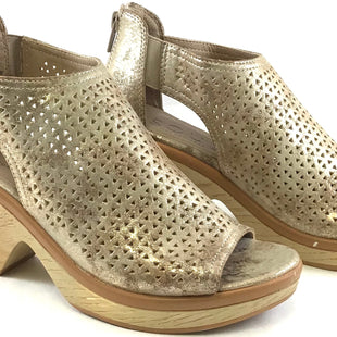 Primary Photo - BRAND: NATURALIZER STYLE: SANDALS HIGH COLOR: METALLIC SIZE: 5.5 SKU: 213-213118-29730