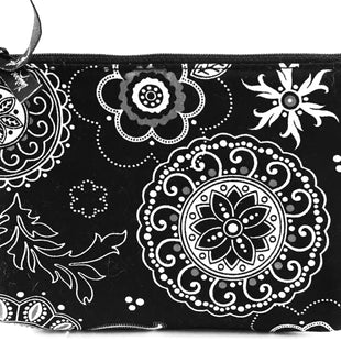 Primary Photo - BRAND: VERA BRADLEY CLASSIC STYLE: WALLET COLOR: BLACK WHITE SIZE: SMALL SKU: 213-21394-31157