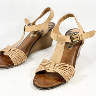 Primary Photo - BRAND: BARE TRAPS STYLE: SANDALS LOW COLOR: TAN SIZE: 8 SKU: 213-213143-4422