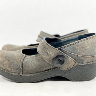 Primary Photo - BRAND: DANSKO STYLE: SHOES LOW HEEL COLOR: TAUPE SIZE: 7.5 SKU: 213-213118-36691