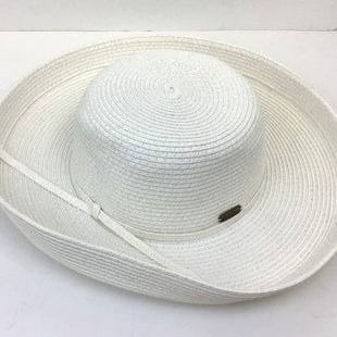Primary Photo - BRAND:    CLOTHES MENTOR STYLE: HAT COLOR: STRAW OTHER INFO: SUN & SAND - SKU: 213-213118-26184