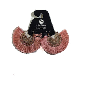 Primary Photo - BRAND:    CLOTHES MENTOR STYLE: EARRINGS OTHER INFO: EARRINGS - SKU: 213-213106-25455CORAL PINK