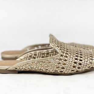 Primary Photo - BRAND: NEW DIRECTIONS STYLE: SHOES FLATS COLOR: GOLD SIZE: 5.5 SKU: 213-213118-31372