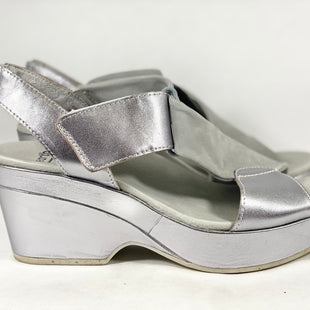 Primary Photo - BRAND: EARTH STYLE: SANDALS HIGH COLOR: SILVER SIZE: 10 SKU: 213-213118-31977