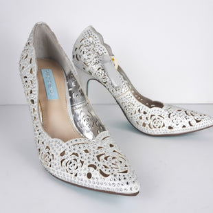 Primary Photo - BRAND: BETSY JOHNSONSTYLE: SHOES HIGH HEELCOLOR: SILVERSIZE: 8SKU: 213-213135-4854