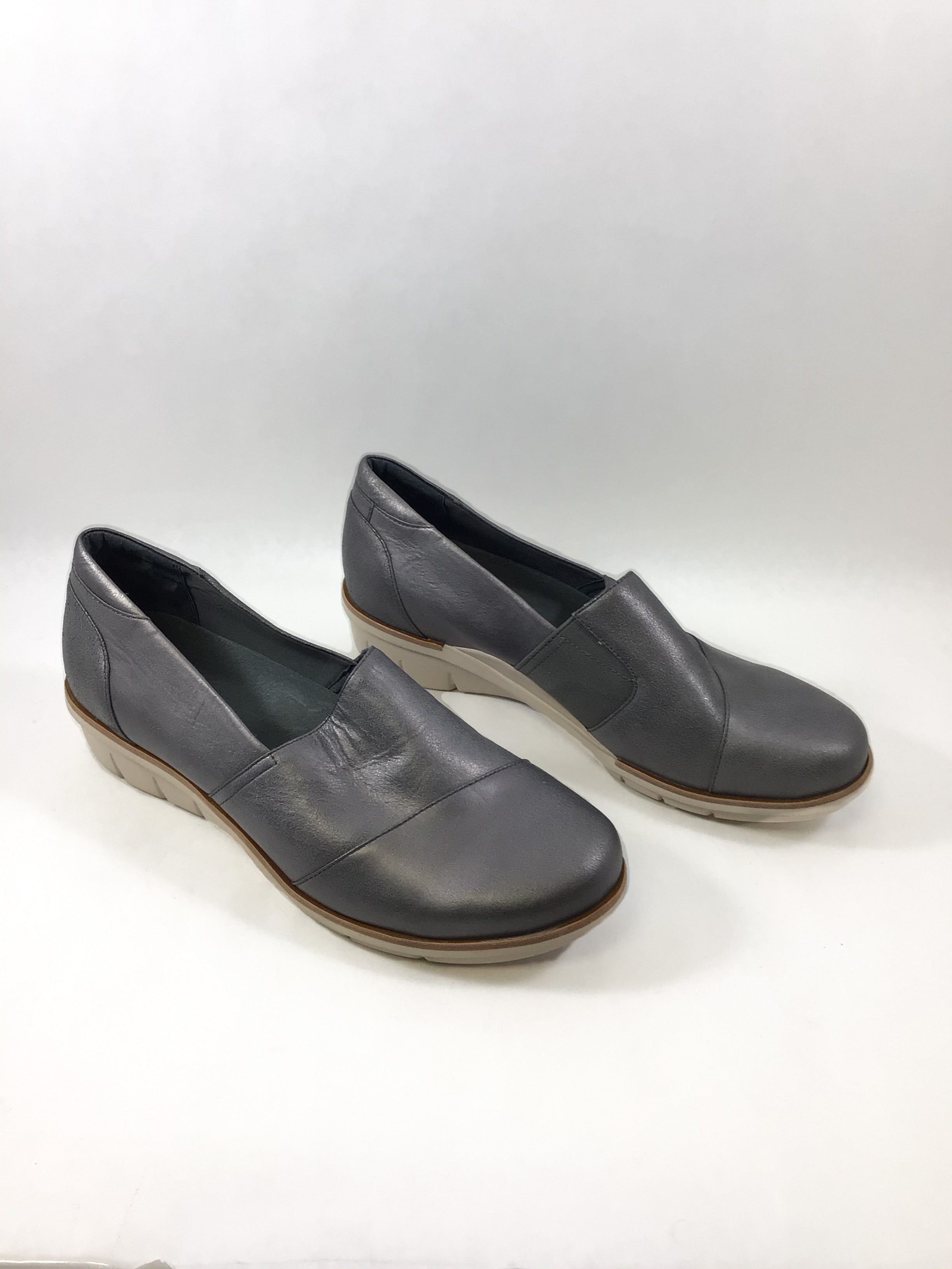 Primary Photo - BRAND: DANSKO <BR>STYLE: SHOES LOW HEEL <BR>COLOR: GREY <BR>SIZE: 10 <BR>SKU: 213-213149-1436