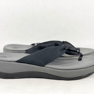 Primary Photo - BRAND: CLARKS STYLE: SANDALS FLAT COLOR: GREY SIZE: 8 SKU: 213-213156-517