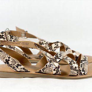 Primary Photo - BRAND: NEW DIRECTIONS STYLE: SANDALS FLAT COLOR: SNAKESKIN PRINT SIZE: 9.5 SKU: 213-213143-3857