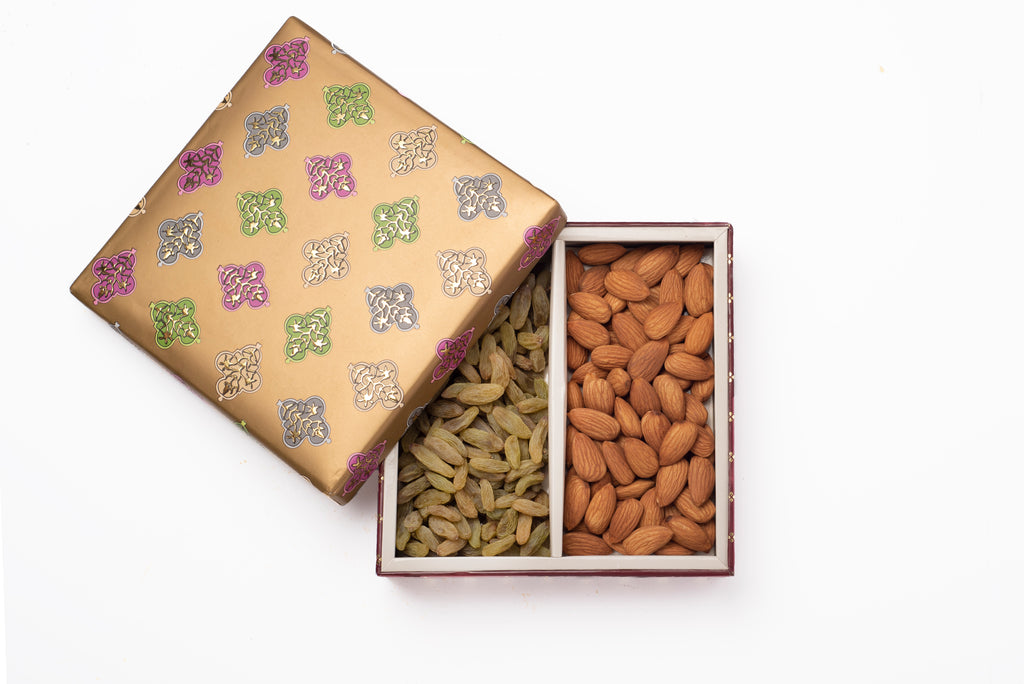 Carnival gift box with raisins and almond