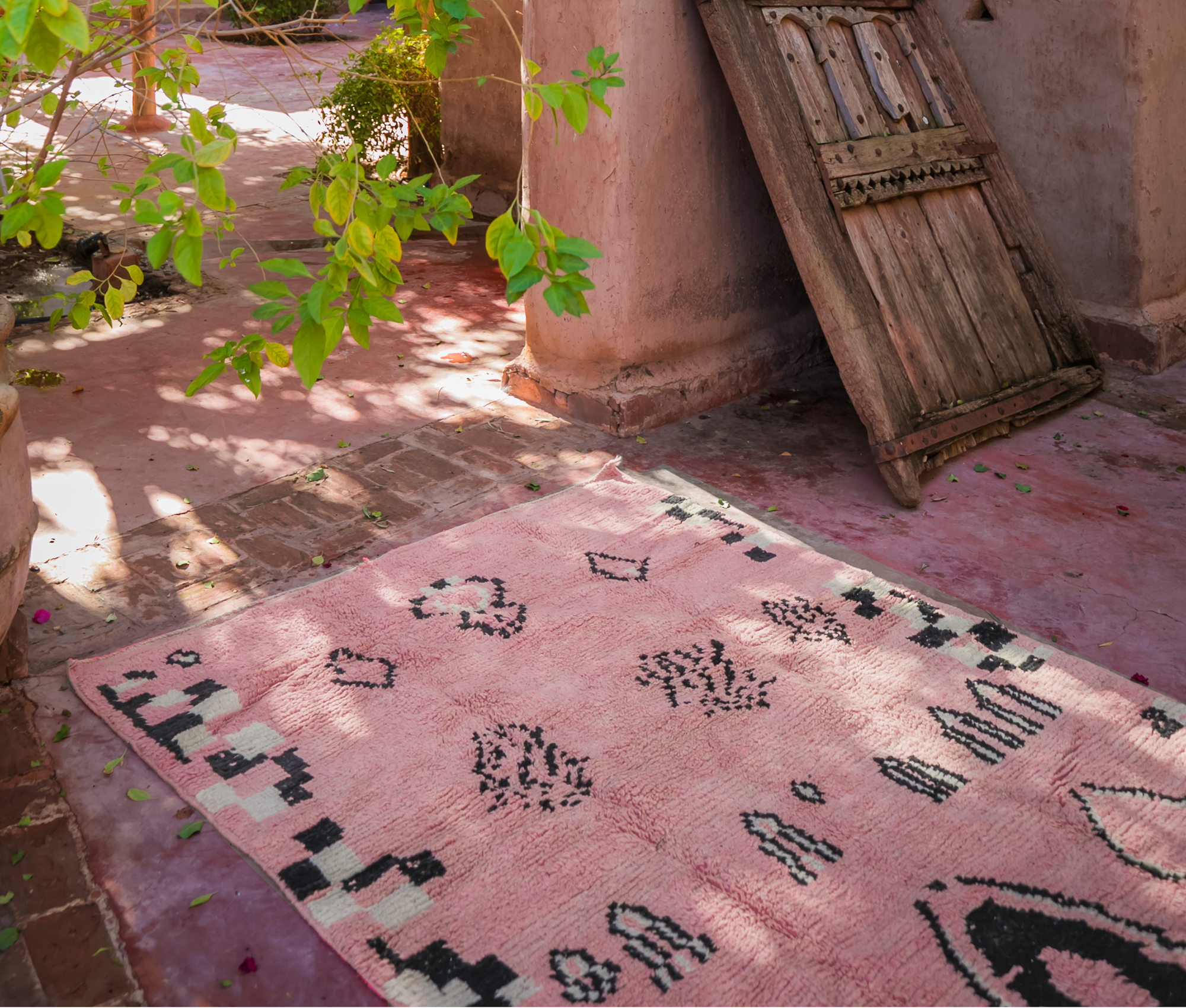 products/light-pink-moroccan-rug-home-decor-16848596172900.png