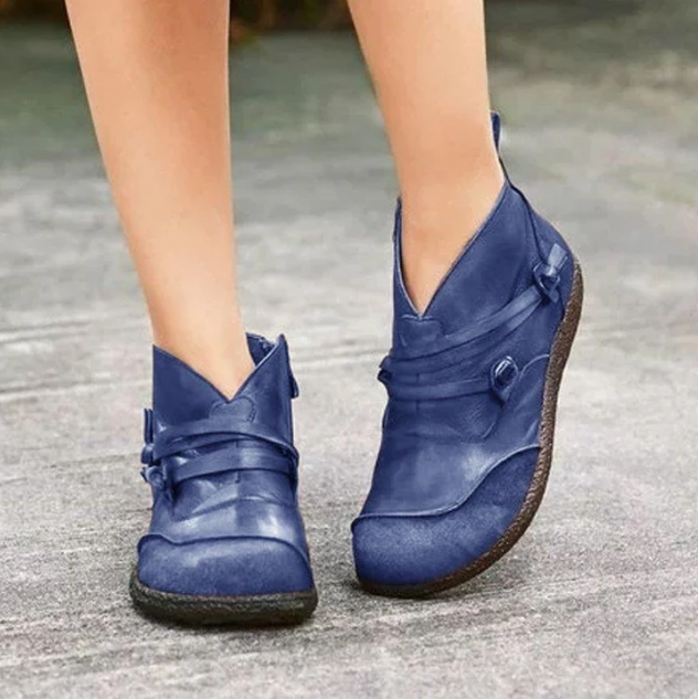 2020 Women's Trendy Flat Heel Casual Leather Boots