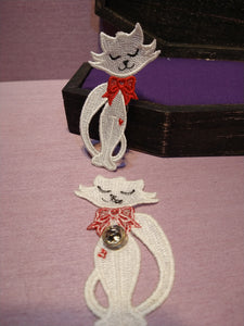 Lilly's Cat Free Standing Lace Pin
