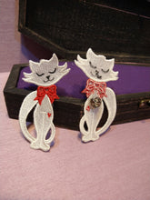 Cargar imagen en el visor de la galería, Witch from the West - Lilly's Cat Frees Standing Lace Pin