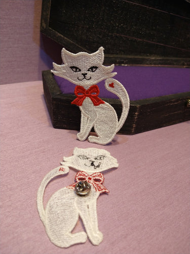 Witch from the West - Chloe's Cat Free Standing Lace Pin