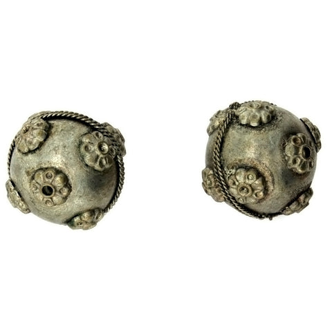 INDIA ROUND & FLOWER 28 MM SILVER BEAD
