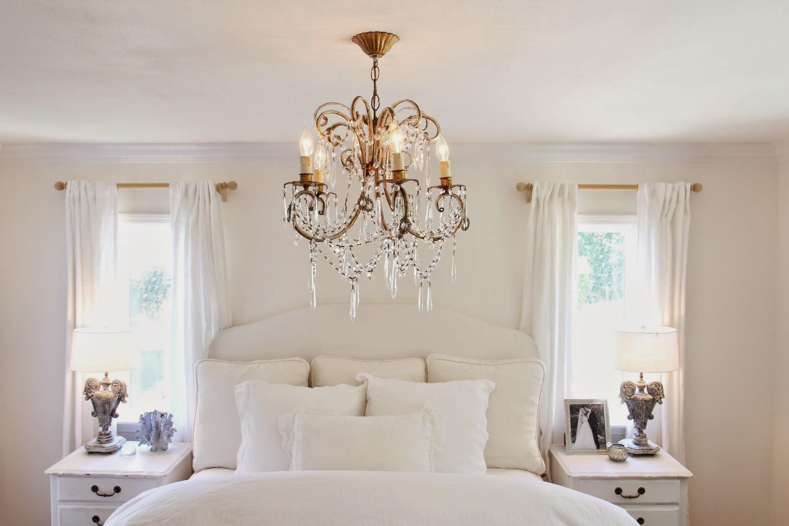 Inspiring ideas for bedroom chandeliers