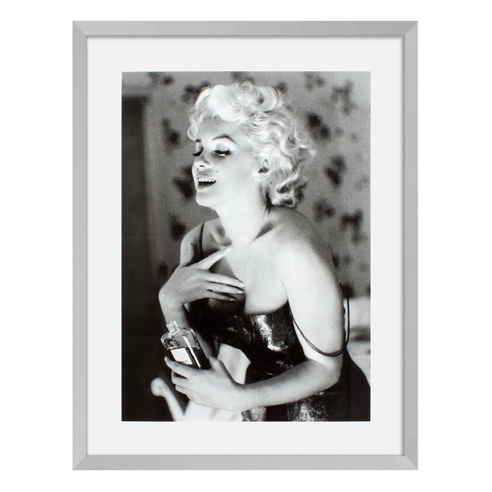 Buy online latest and high quality Marilyn Monroe set of 2 Prints from Eichholtz | Modern Lighting + Decor