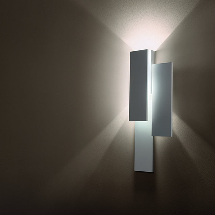 Buy online latest and high quality Klang Suono Wall or Ceiling Light from Cini & Nils | Modern Lighting + Decor