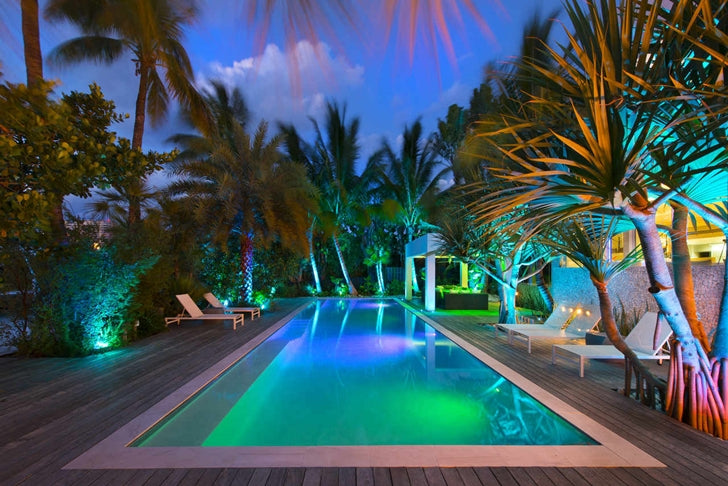High-End-Luxurious-Modern-Mansion-with-Colorful-Lighting-at-Night-Located-in-Miami-homesthetics-Florida-36