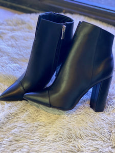 Designer feel ankle boots