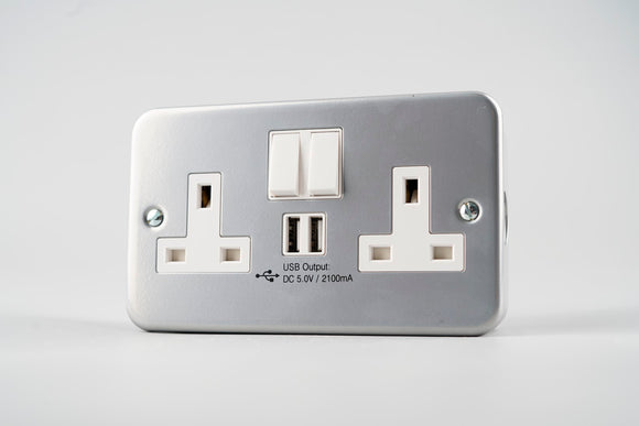 Metal Clad – Twin Switched Socket with USB (2100mA)