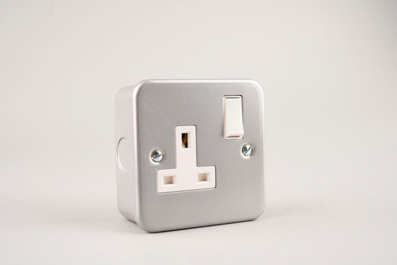 Metal Clad – ASTA 13A Single Switched Socket