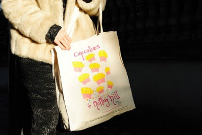 Natalie Imbruglia's cupcake-themed bag goes down a storm!
