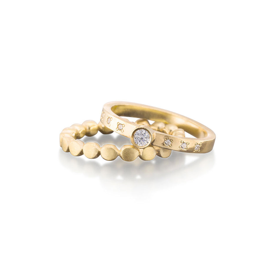 Round Diamond Ring With Pebble Band