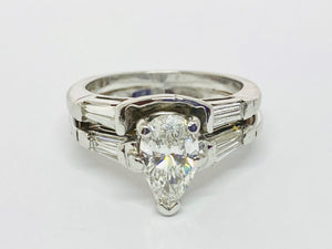 4 kt White Gold Pear Shape Diamond Ring