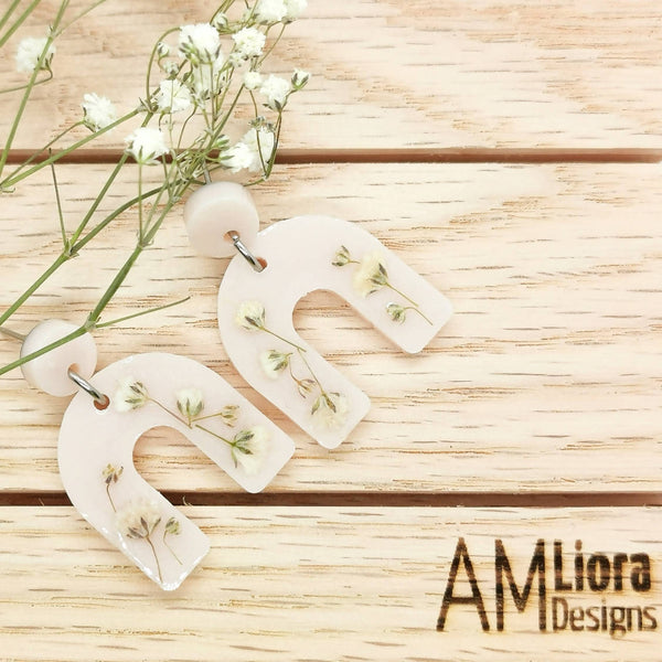 Mica Stud Earrings with Baby's Breath Flower