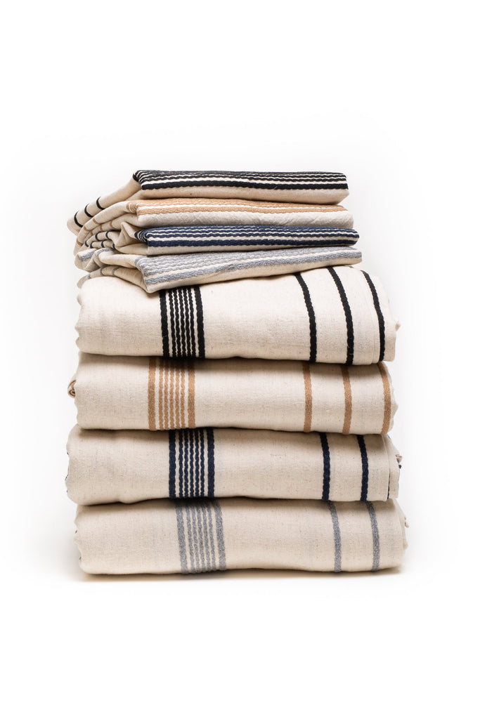 4 sets of duvet covers with pillow cases in black, beige, navy and grey